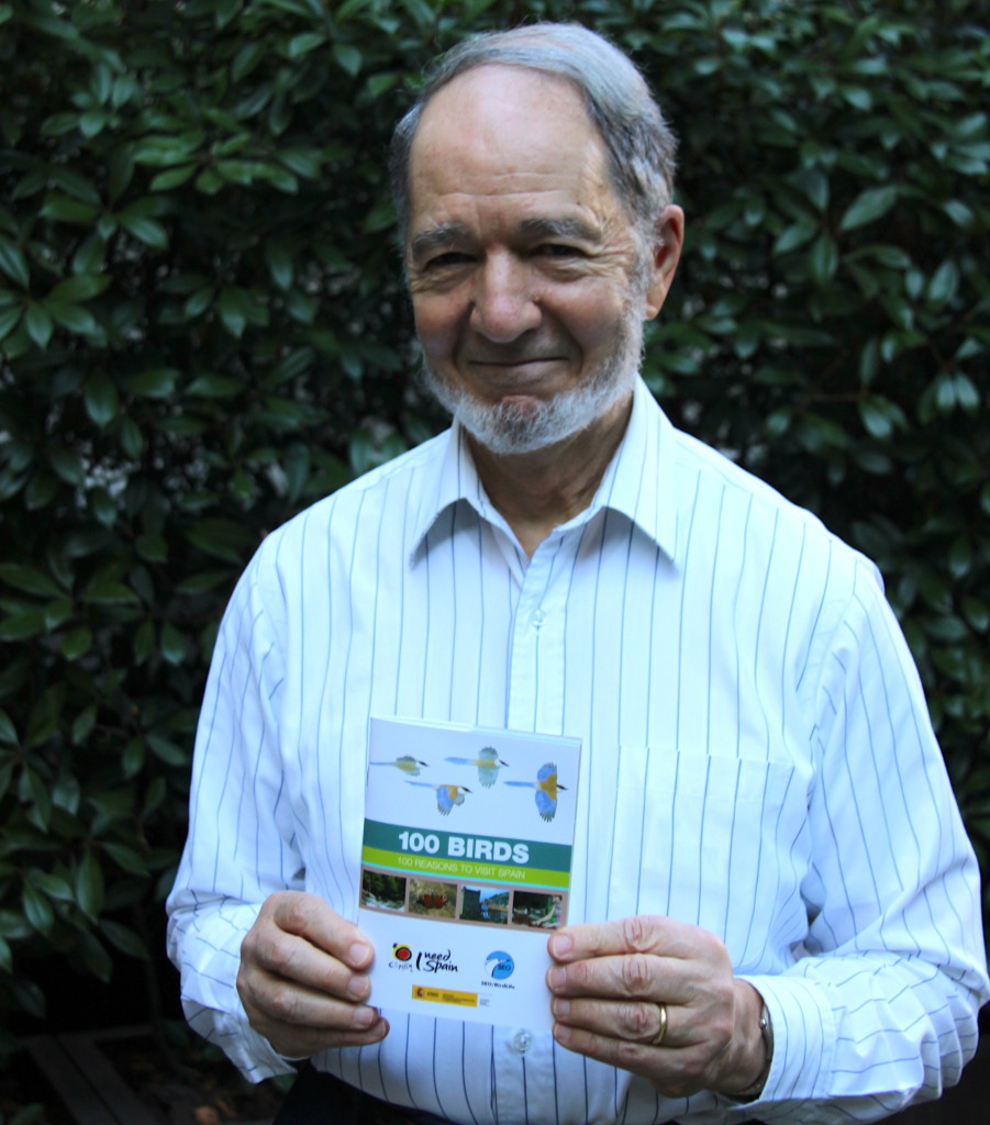 Jared Diamond, en Madrid, con la guía 100 birds, 100 reasons to visit Spain de SEO/BirdLife. Autor: Pedro Cáceres